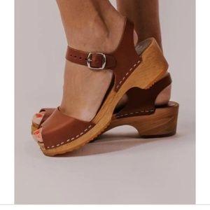 MIA SWEDISH WOODEN Anja peep toe clogs